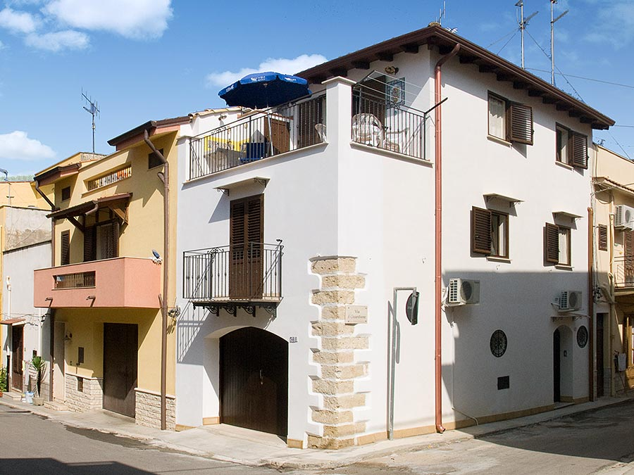 Casa il carretto Siciliano in the coastal town of Balestrate in Sicily