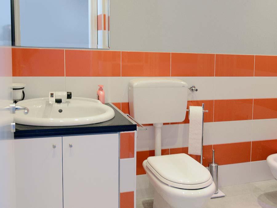 The bathroom of Appartamento Vinuzzu