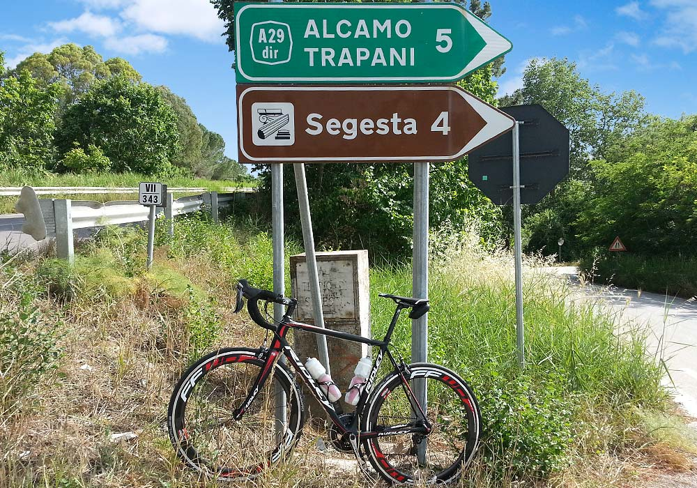 The Ridley Helium SL near the climb to the  archaeological park of Segesta